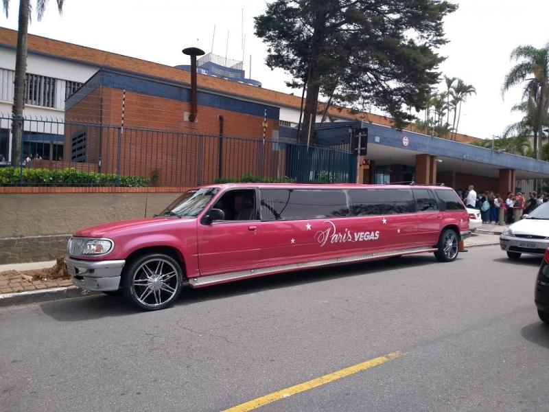 Aluguel de Limousine de Aniversário Rosa Preço Araçatuba - Aluguel de Limousine Rosa para Aniversário