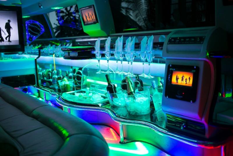 Aluguel de Limousine de Luxo para Despedida de Solteiro Vila Suzana - Limousine de Luxo para Eventos