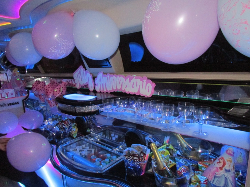 Aluguel de Limousine para Aniversário Infantil Jacareí - Aluguel de Limousine Rosa para Aniversário