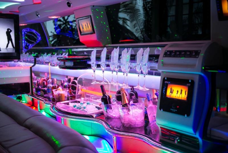 Aluguel de Limousine para Aniversário Preço Marapoama - Aluguel de Limousine Rosa para Aniversário