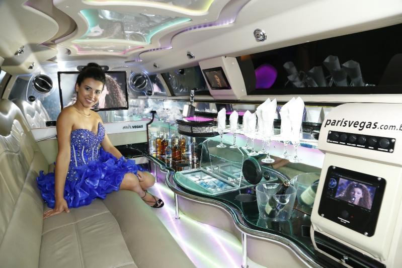 Aluguel de Limousine para Festa Debutante Cananéia - Aluguel de Limousine Branca para Festas