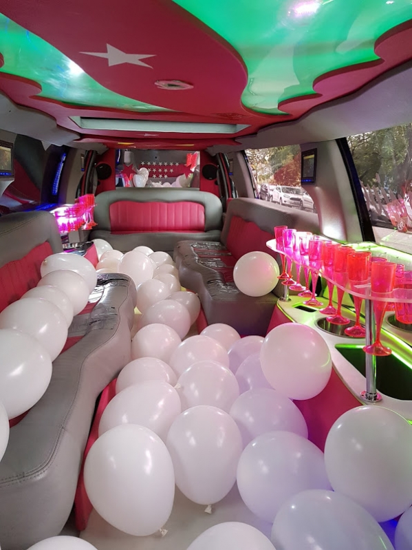 Aluguel de Limousine Rosa de Festa Vinhedo - Aluguel de Limousine Branca para Festas