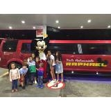 aluguel de limousine para festa infantil com personagem Jaguaré